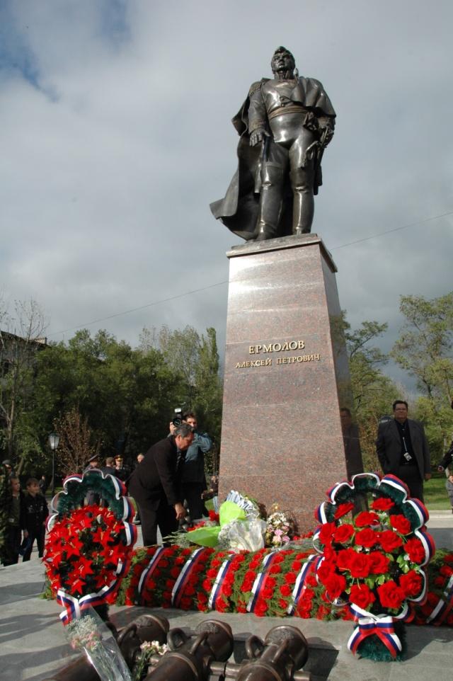 памятник генералу А. Ермолову